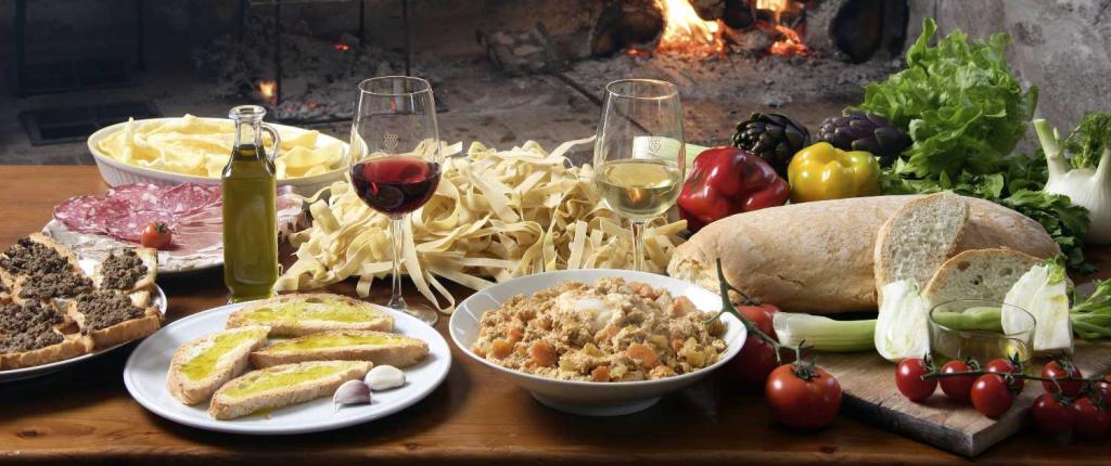 tavola-imbandita-ingredienti-mediterraneo